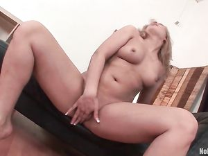 Curvy Girl Ramming Big Toys Into Her Wet Cunt