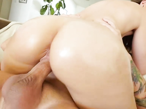 Curvy Girl Sex Scene With A Hot Facial Cumshot Finish