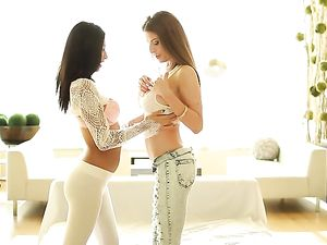 Breathtaking Babes Get Naked For Lesbian Tribbing