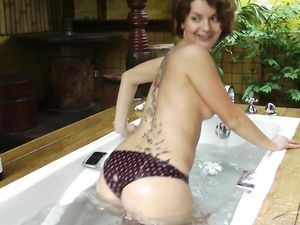 Girlfriend Masturbates In The Bathtub For Her Man